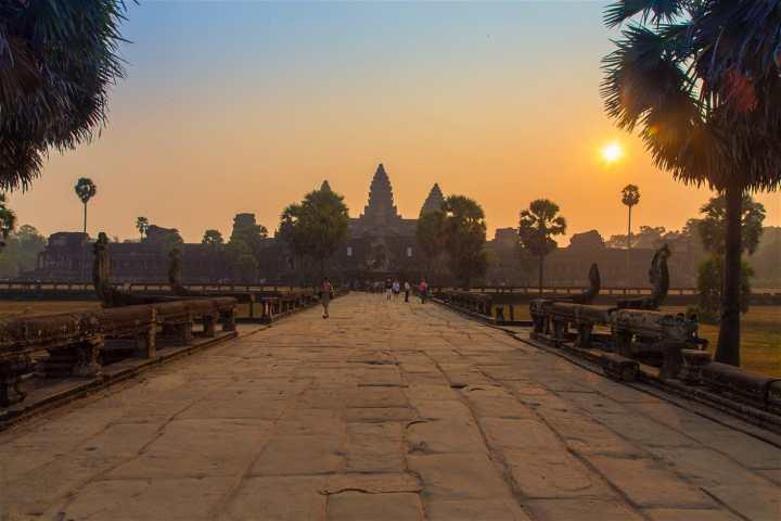 angkor-wat-entrance-sunrise