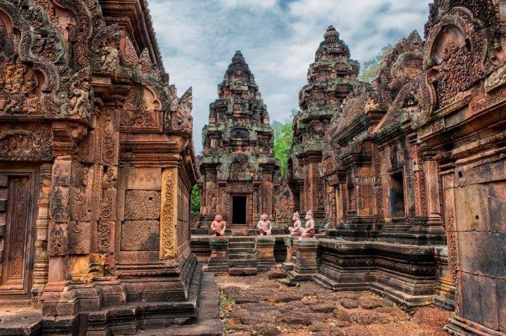 Banteay-Srei-Siem-Reap-Cambodia-1200x798