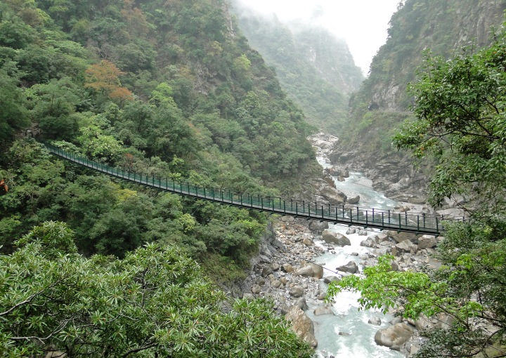 Footbridge,_Taroko_01