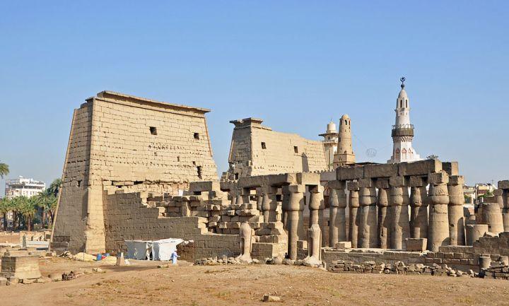1024px-Luxor_Temple_R04